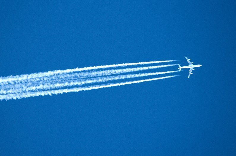 Airplanes flying on biofuels emit fewer climate-warming particles