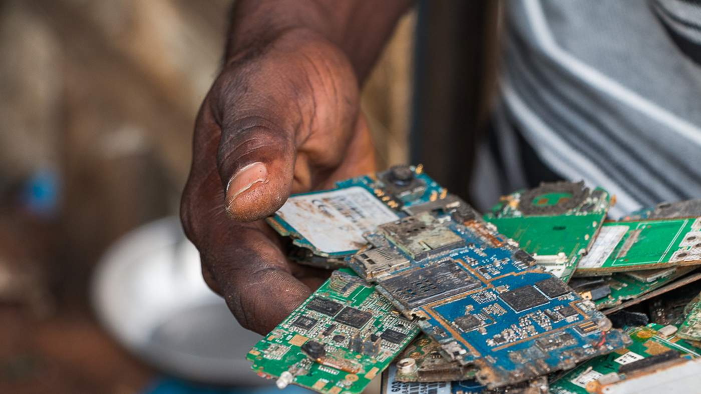 How We Think About E Waste Is In Need Of Repair 2nd Try To Find A Short Circuit Macbook Logic Board China And Ghana Are Looking Less Like Electronic Wastebaskets More Leaders Powerful Informal Green Economy
