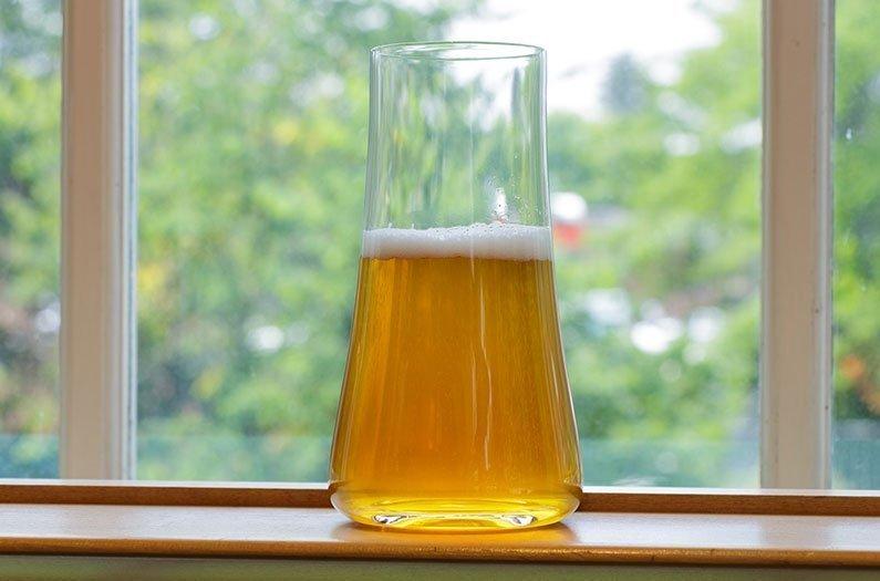 Recubrimiento de ventanas fabricado con desperdicio de cerveza