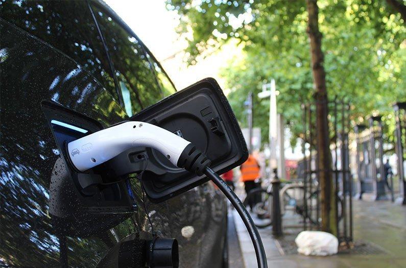 Cuánto caerían las emisiones de carbono del Reino Unido si todos los automóviles fueran eléctricos?