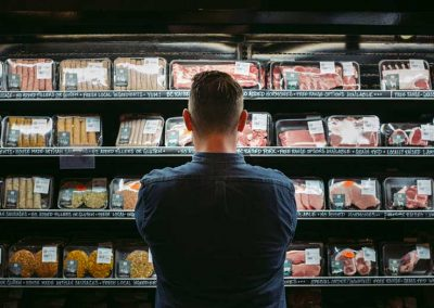 Carbon labeling of food shifts people's behavior—even among those actively trying to avoid information